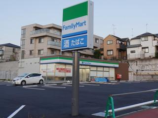 建替後のファミリーマート町田鶴間店・店舗外観