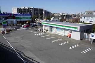 建替前のファミリーマート町田鶴間店・駐車場外観