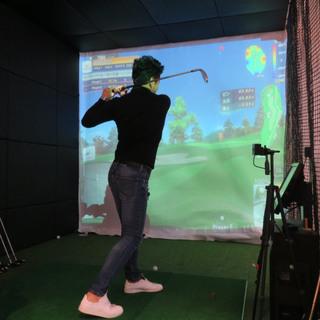 「GOLF&CHICKENDINING 71」のシミュレーションゴルフ