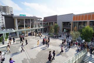 スヌーピー像が設置されている広場「グランベリープラザ」