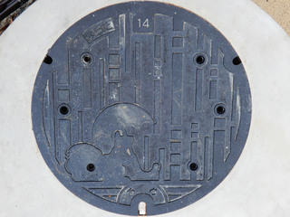 リスが描かれた町田市の雨水用マンホール蓋(通常版)