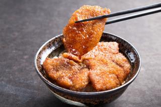 ランチ限定の「牛たれカツ丼」