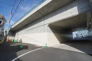 「町田3・3・36号線」の旭町陸橋下トンネル