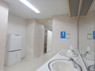 改修後の「町田市立室内プール」の女子トイレ