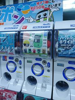 ヨドバシ町田に設置されている「公衆電話ガチャコレクション」