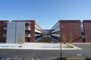 西側から見た「桜美林大学 東京ひなたやまキャンパス」