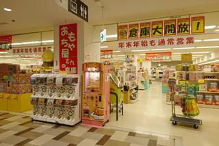 「おもちゃ屋さんの倉庫 西友町田店」の売場外観